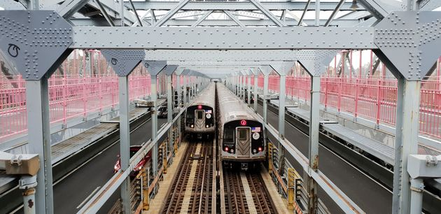 Williamsburg_Bridge_train