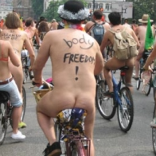 World Naked Bike Ride Amsterdam op 9 juni 2012