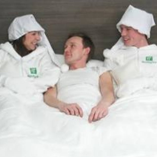 Human Bed Warmers in Britse Holiday Inn