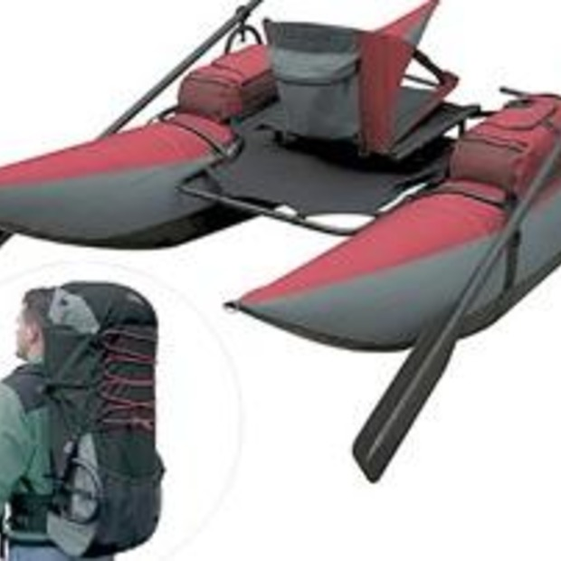 Opblaasbare 'Pontoon Boat' past in een backpack