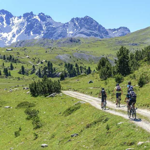 Vijf adembenemende fietsroutes door Zwitserland