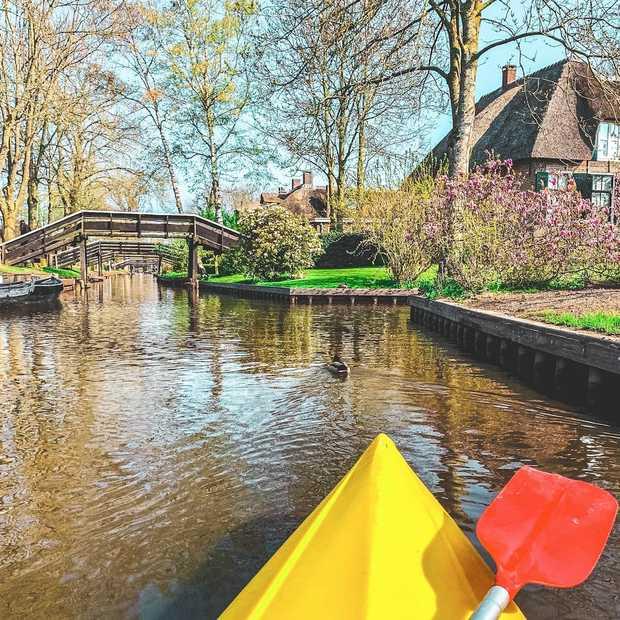 Kanoën in Giethoorn: dat wil je een keer doen