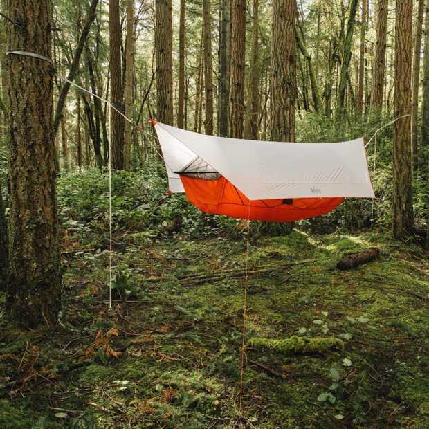 Deze hangmat-tent is de droom van iedere kampeerder