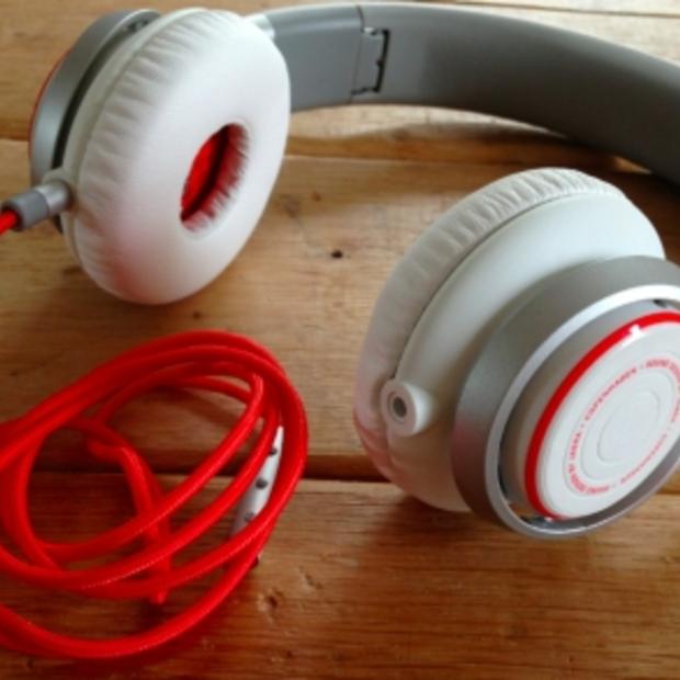 Jabra Revo, handige en stijlvolle headset voor op reis!