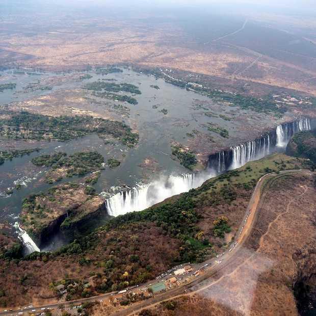 Doen: een helikoptervlucht boven de Victoria Falls