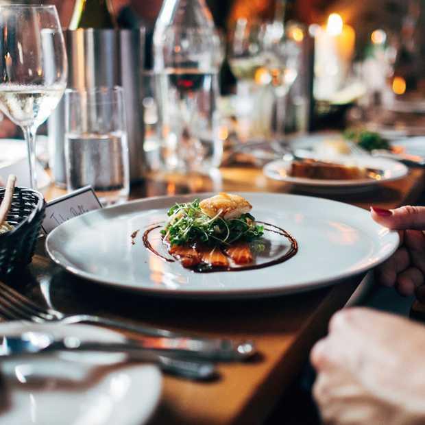 Internationale tafelmanieren: do's en don'ts over de hele wereld