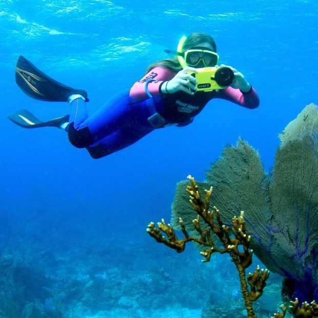 Met Lenzo wordt onderwaterfoto's maken pas echt leuk (en makkelijk)