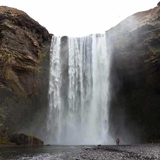 Een stopover in IJsland? Ga sneeuwscooteren!