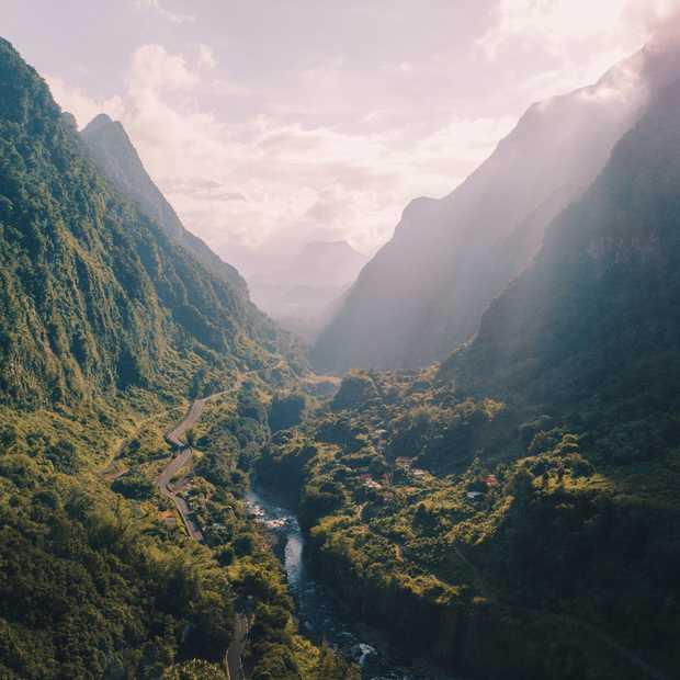 Unieke dronebeelden van hiken op het Franse eiland Réunion