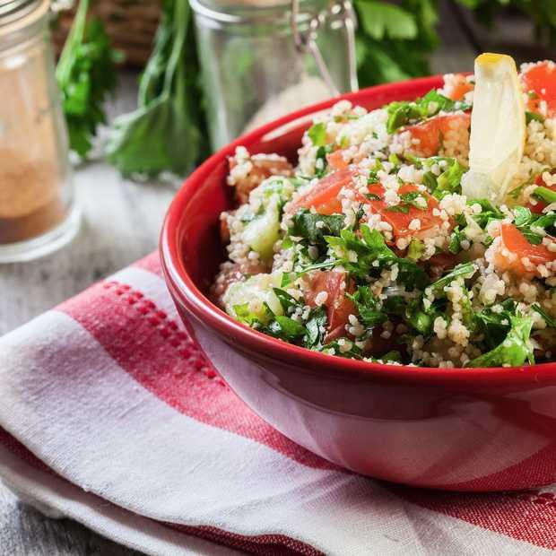 Makkelijk, supergezond en absurd lekker: Perzische couscoussalade