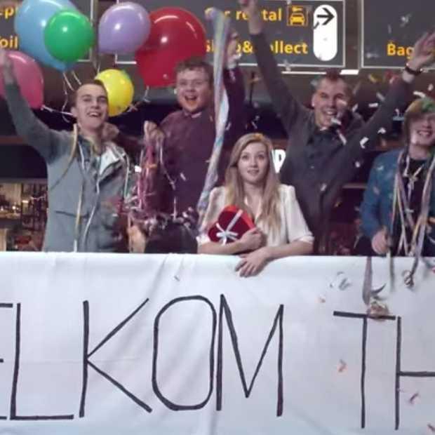 Dat is fijn thuiskomen, met een welkom thuis-filmpje op Schiphol