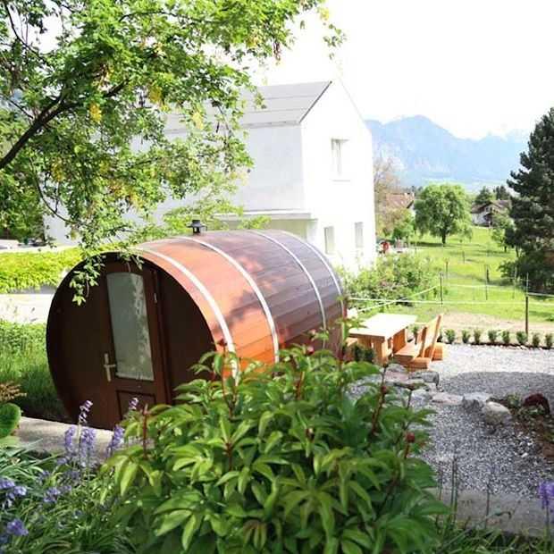 Bijzonder overnachten in een wijnvat in Zwitserland