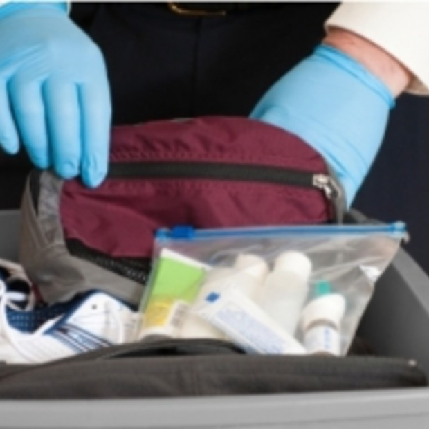"""""""25% smokkelt vloeistof langs de beveiliging op luchthavens"""""""