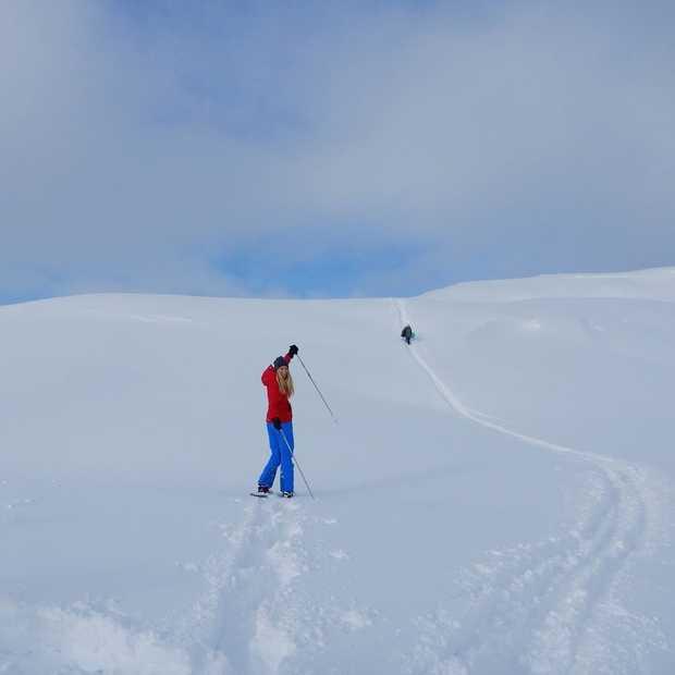 Te voet door de verse sneeuw in sprookjesachtig Kitzbühel