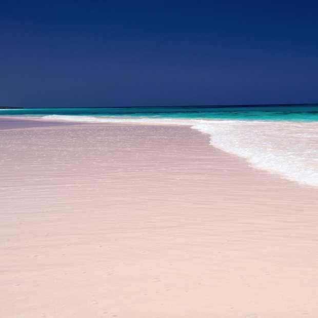 Wauw, dit strand op de Bahama's is roze!