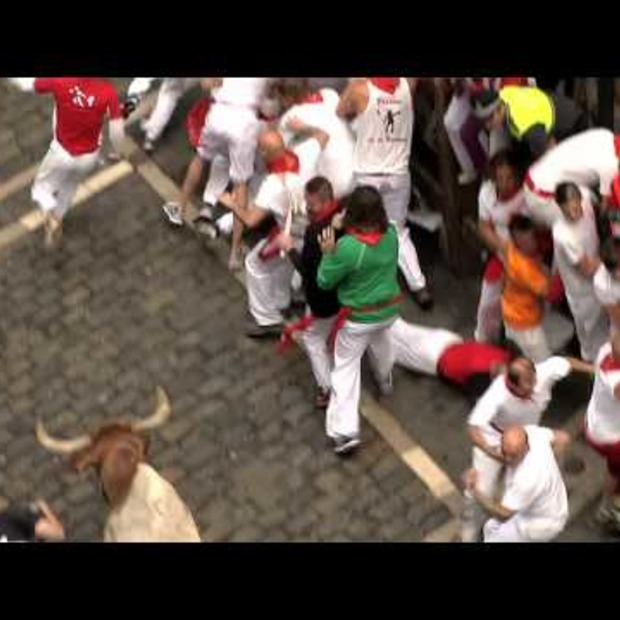 Video: Xtreme Booking by Hotels.com: een hotel boeken tijdens stierenrennen in Pamplona