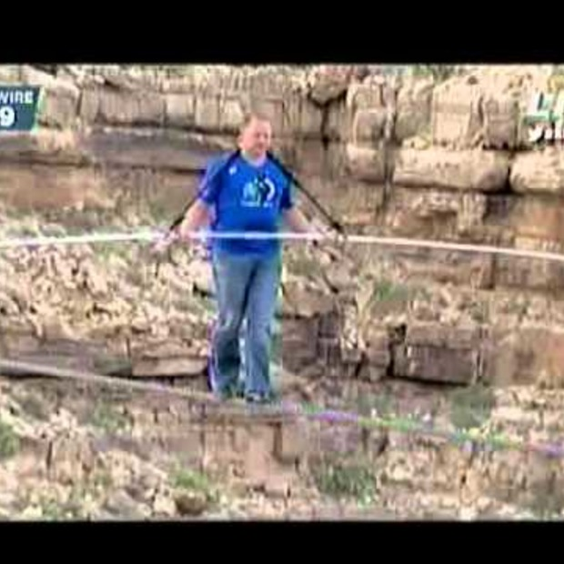 Video: OMG! Nik Wallenda did it! Skywalk over de Grand Canyon zonder zekering