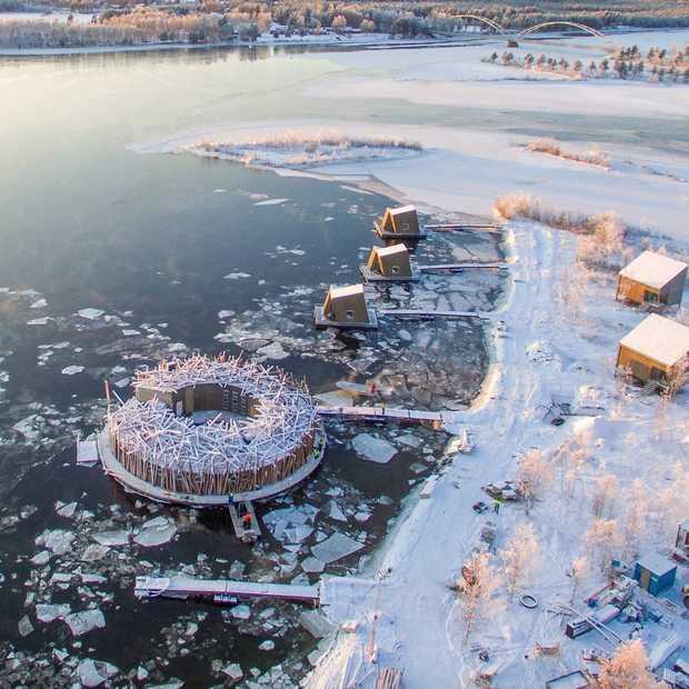 Zo cool: Zweeds Lapland heeft nu een drijvend spa & wellness hotel